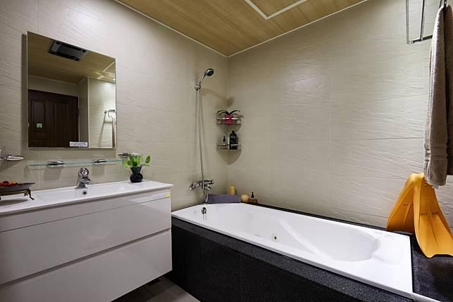 10. 小浴室也能盡情紓壓