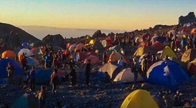 Kisah Pendaki Tersesat di Sarang Lelembut Gunung Merapi