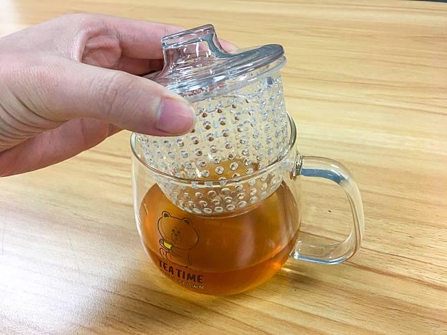 茶杯的濾器放茶葉或水果都得,方便又實用。