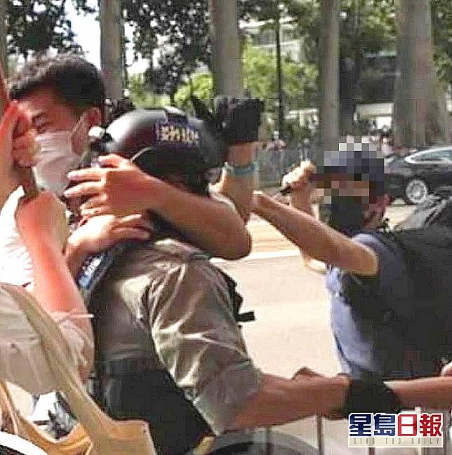 疑犯涉嫌刺傷警員被捕。網上圖片