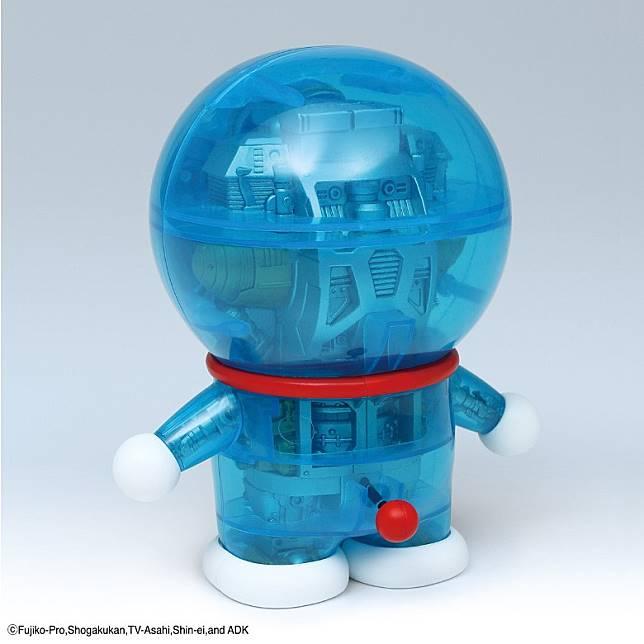 多啦A夢塑料模型的外殼,本來就是透明藍色的,難怪兩者形神俱似。(互聯網)