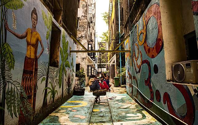 ย่างกุ้ง Street Art สีสันแสนโรแมนติกกลางฤดูฝน