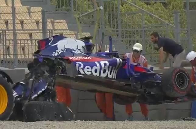Ngeri, Video Tabrakan Toro Rosso di FP3 F1 Spanyol, Remuk! Sampai Ambrol Saat Diangkat