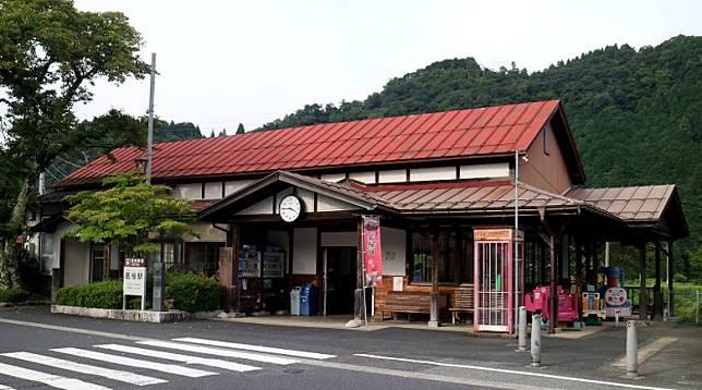位於鳥取縣八頭郡若櫻町的若櫻站,是若櫻線的終點站。(互聯網)