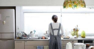 買東西要問老公意見!全職媽要求每月11萬「主婦津貼」
