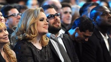 超級甜蜜!Adele 男朋友在演場會浪漫慶祝五週年