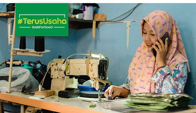 Many of those who have lost jobs have started their own MSMEs or become gig workers in order to secure their finances. These are the people who keep on going, or #TerusUsaha, as the ride-hailing app Grab put it in its latest campaign.