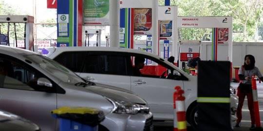 Harga BBM, Antrean kendaraan di SPBU Abdul Muis. ©2018 Liputan6.com/JohanTallo