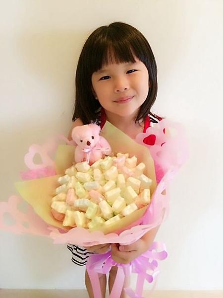 家長們還在煩惱要送甚麼花束嗎~nn您的最佳選擇~nn小朋友最愛的棉花糖花束~