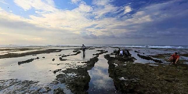 Mudik Dilarang Contek Itinerary Seharian Wisata Pantai Di Garut Selatan Kompas Com Line Today