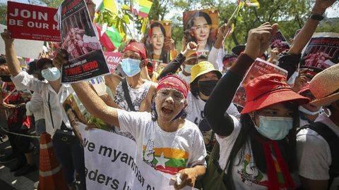 Ilustrasi demonstran Myanmar. (AP/Nava Sangthong)