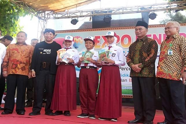 Mendikbud Muhadjir Effendy menghadiri acara pendeklarasian pendidikan karakter untuk siswa SD di Banyumas, Metro TV - Darbe Tyas
