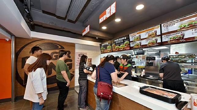 漢堡王推出長達56天的買1送1優惠。圖/翻攝BurgerKing 漢堡王火烤美味分享團