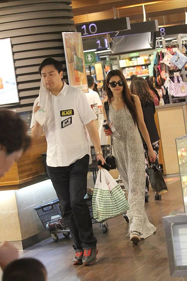 二人曾被拍到一齊去超市買餸。(資料圖片)