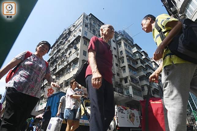 政府會實施短、中期的支援措施解決房屋問題。(蕭毅攝)