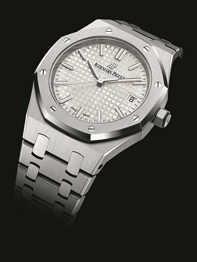 精鋼錶殼配精鋼錶圈Royal Oak Selfwinding自動上鏈腕錶  HK$143,000(互聯網)
