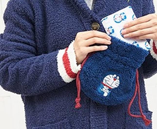 Doramon Home可在日本郵局櫃台購買的,包括有毛絨絨束口帶袋。11,00日圓(約HK$82)(互聯網)