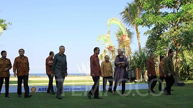 Presiden Joko Widodo usai foto bersama dengan pemimpin ASEAN pada acara ASEAN Leaders Gathering (ALG) di Nusa Dua, Bali, Selasa 11 Oktober 2018. TEMPO/Subekti.