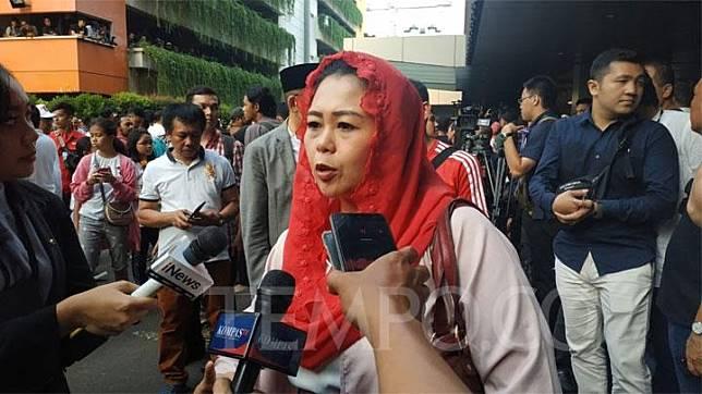 Putri kedua Abdurrahman Wahid alias Gus Dur, Yenny Wahid, usai memantau hasil hitung cepat pilpres 2019 di Djakarta Theater, Jakarta, 17 April 2019. TEMPO/Friski Riana