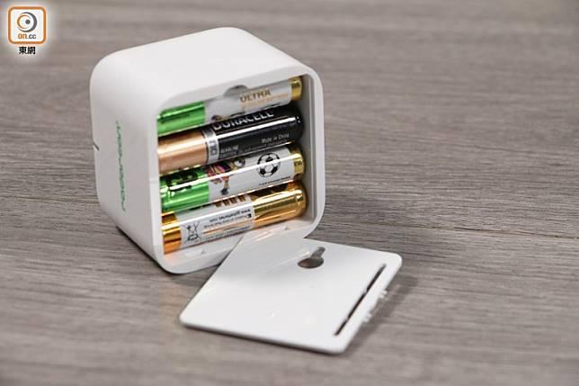 只需4顆AAA電池,24小時長開可連續使用約3個月。(蔡浩文攝)