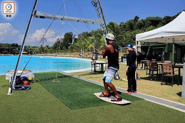 想再刺激一點可試玩到水上Ironman、wakeboard及香蕉船等活動,但要額外加碼。(李家俊攝)