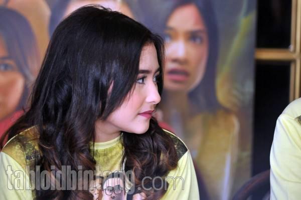 Prilly Latuconsina Menangis Sejadi-jadinya Mendengar Nasehat Ayahnya Mengenai Hal Ini (Markuat/tabloidbintang.com)