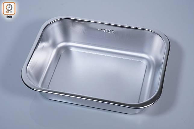 不銹鋼容器有925毫升,容易清潔。(莫文俊攝)