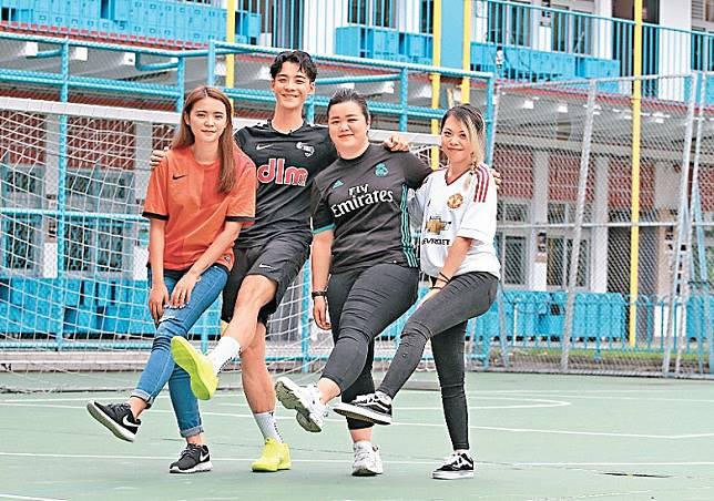 余德丞與陳小姐(左)、Vanessa(右)及Cherie「踢」成一片。