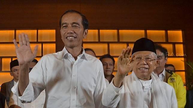 Calon Presiden 01 Joko Widodo dan Calon Wakil Presiden 01 Maruf Amin bersama Ketua Umum Partai Koalisi Indonesia Kerja memberi keterangan perhitungan cepat pemilu 2019 di Jakarta, Rabu (17/4). [Suara.com/Muhaimin A Untung]
