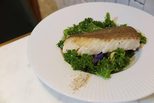烤鱈魚、新鮮羽衣甘藍沙律、意式香草醬及檸檬鹽$268