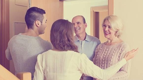 Merasa Tidak Cocok dengan Keluarga Pasangan? Coba Lakukan 8 Hal Ini