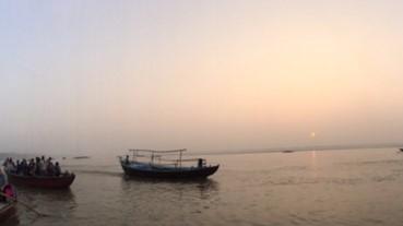 一條讓人看透生死的河流~恆河很髒,卻是小編一生難忘風景