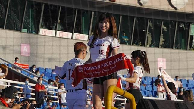 ▲樂天女孩孟潔為台灣精品應援。(圖/吳政紘攝)