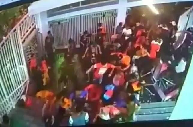 Ratusan Penonton Persija Jakarta Vs Bali United Merusak