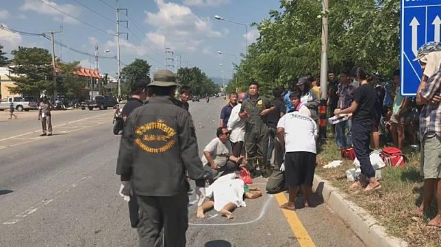 กลุ่มรถบิ๊กไบค์เฉี่ยวชนกับรถจยย.หญิงสูงวัย เป็นเหตุให้ล้มเกลื่อนถนน รวม 4 คัน บาดเจ็บ 3 เสียชีวิต 1