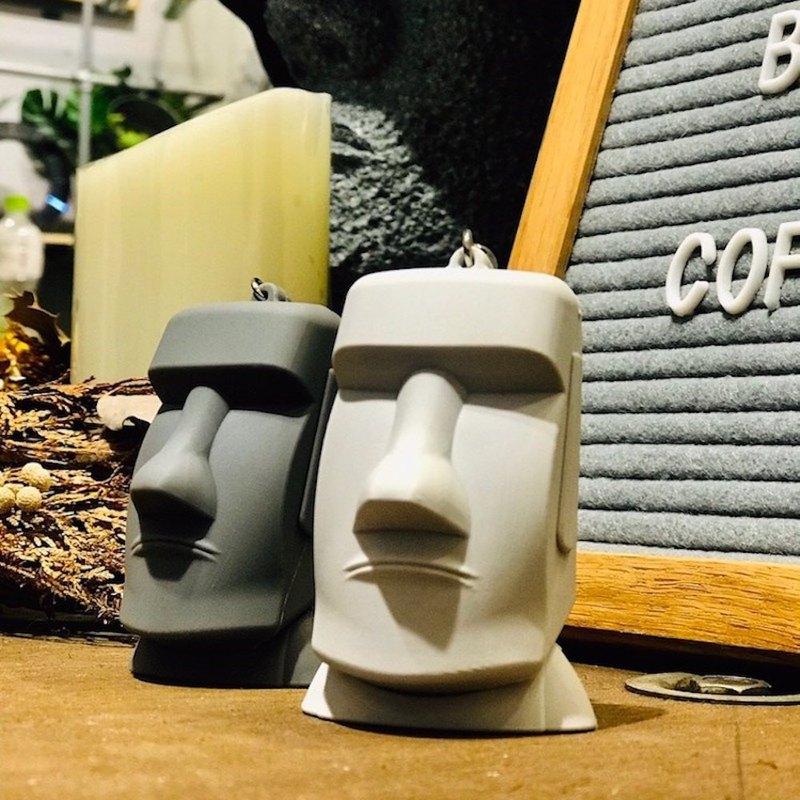 100%台灣製作 仿造復活島Moai石像 超酷的造型鑰匙圈兼具悠遊卡的功能 兩種不同顏色:水泥灰 深灰