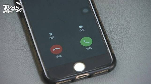 丈夫深夜未歸週末也沒回家,妻子連撥35通電話急叩找人。(示意圖/TVBS)