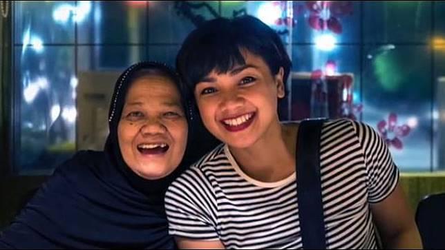 Nirina Zubir bersama ibunda (Foto: Instagram/@nirinazubir_)