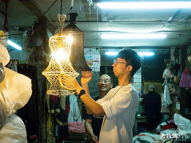 以漁網製燈也是 「星濱山正濱港町藝術共創」策劃的體驗之一。