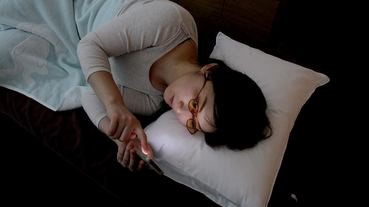 夜鬼恩物︰床上專用減藍光眼鏡