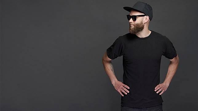 เสื้อยืดทีเชิร์ตสีดำ เรียบๆ 6ทรงที่ทำให้หนุ่มๆ ดู ซิมพลี เดอะ เบสท์!!