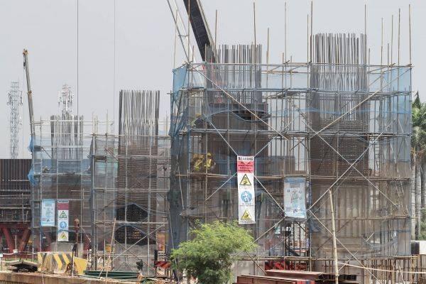 Proyek pembangunan Tol Becakayu sesi 2A di sepanjang Jalan KH Noer Ali Bekasi, Jawa Barat, beberapa waktu lalu.