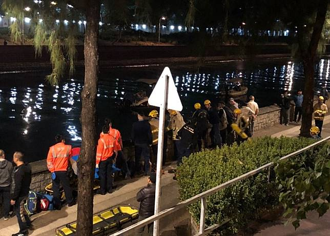 救援人員在現場搜索。