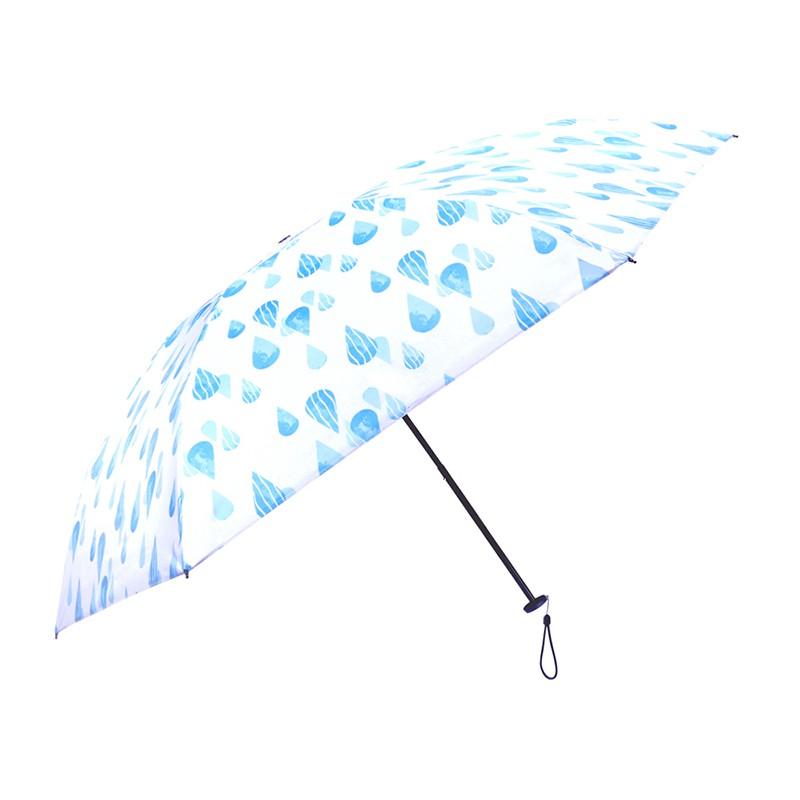 超輕量全碳纖維傘架重量只有140g,超薄pongee布搭配carry獨家配方塗層,塗層抗磨讓傘布不易破損也讓抗紫外線到達99%。並且在我們精心設計下,就算上了塗層,傘布非常柔軟也強韌。每把傘附專屬吸水