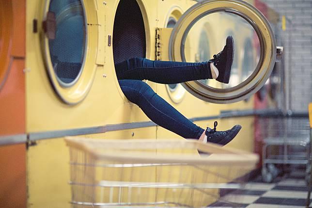 ▲女大生意外撞見室友用她投幣的烘衣機。示意圖。(圖/ Pxhere )
