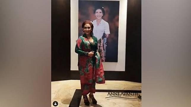 Susi Pudjiastuti mengenakan kebaya rancangan Anne Avantie saat menghadiri pelantikan Presiden dan Wakil Presiden terpilih 2019. Instagram/@anneavantieheart