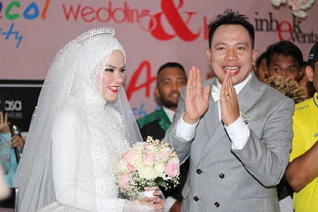 Pernikahan Angel Lelga dan Vicky Prasetyo (Tabloid Bintang)