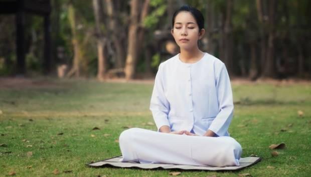 Ilustrasi meditasi atau mencari keheningan. shutterstock.com