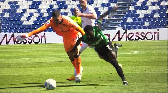 Kiper Gollini Kartu Merah, Inter Milan Tepuk Tangan, Eh La Dea Malah Unggul Satu Gol