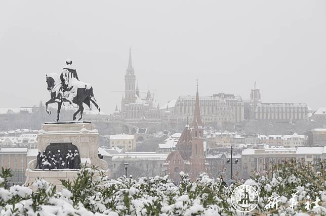 ขาวโพลนทั้งเมือง! 'บูดาเปสต์' เจอหิมะแรกของปี